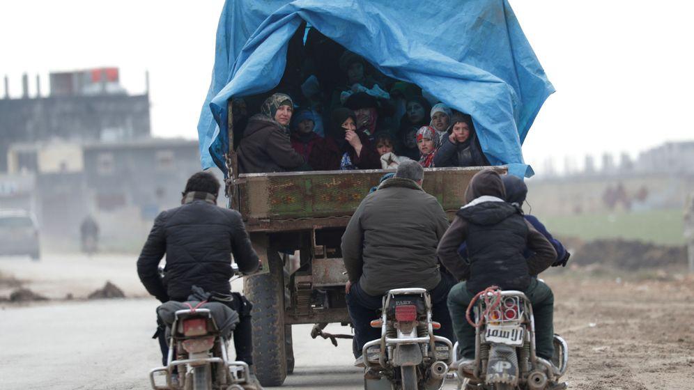 Foto: Migrantes desplazados que huyen de Idlib. (Reuters)