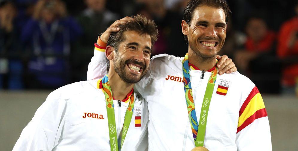 Foto: Rafa Nadal junto a Marc López en lo más alto del podio de Río (EFE)