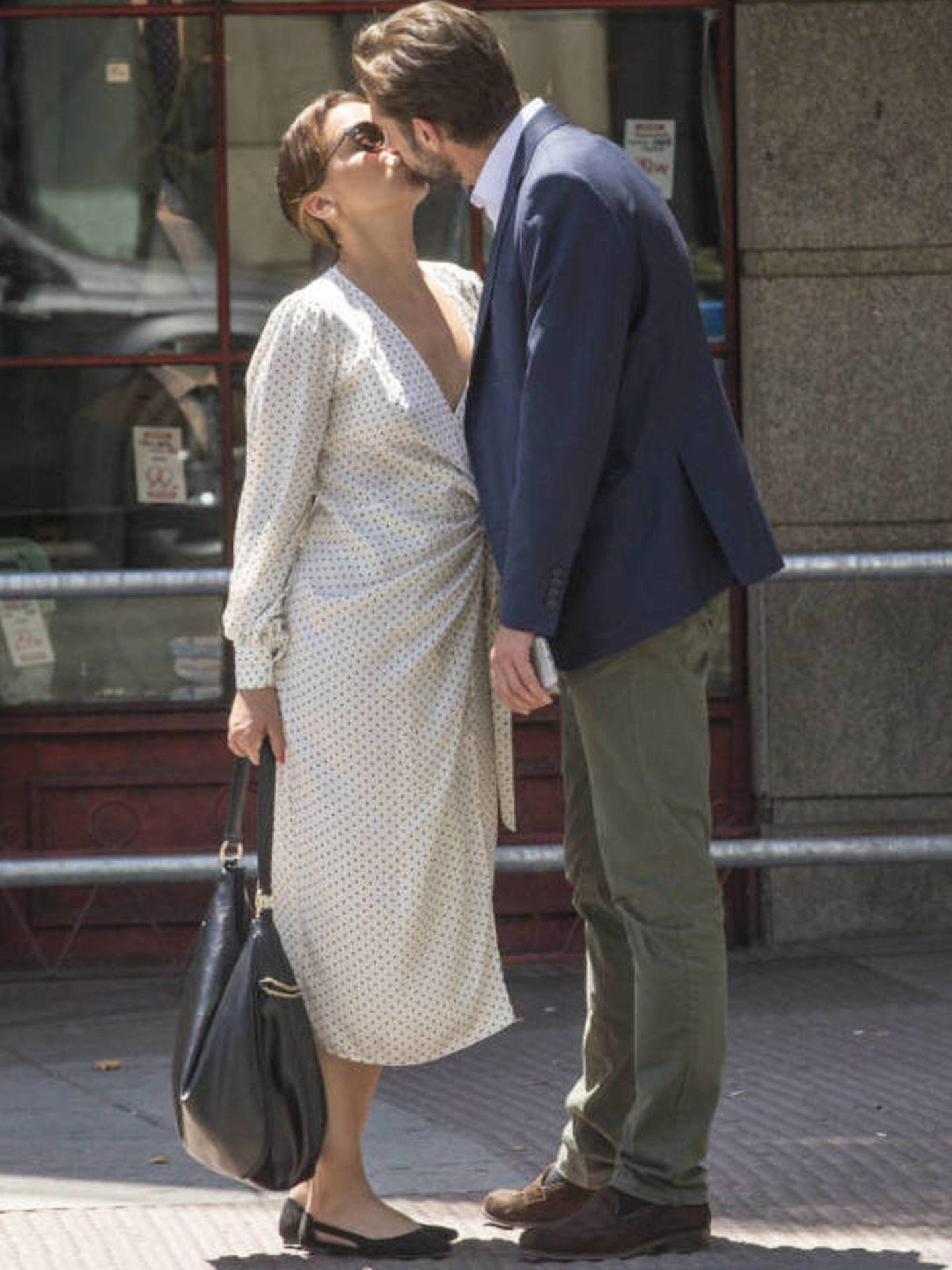 Chenoa se besa con su prometido. (Vanitatis)
