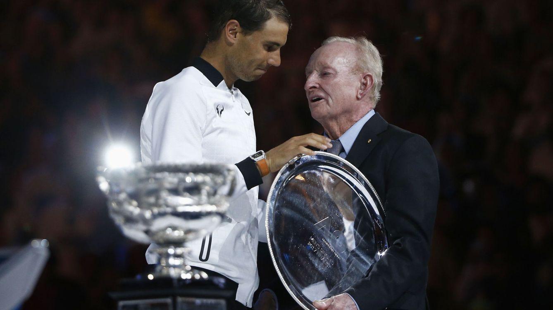 Foto: Nadal y Rod Laver, los que están por debajo de Federer (Reuters)