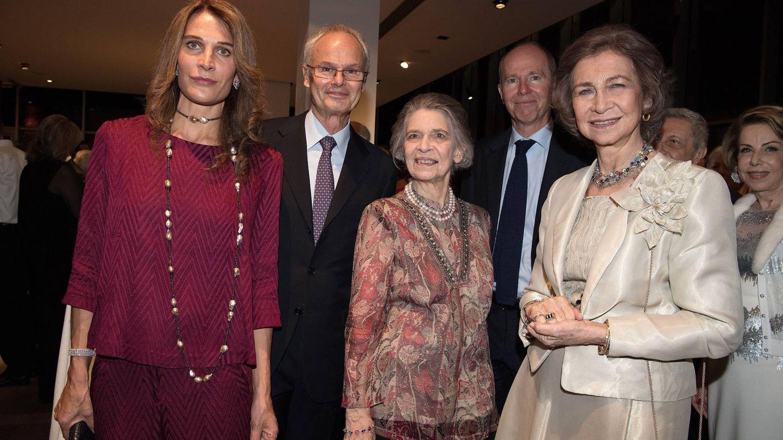 El matrimonio junto a la reina Sofía e Irene de Grecia. (Cordon Press)