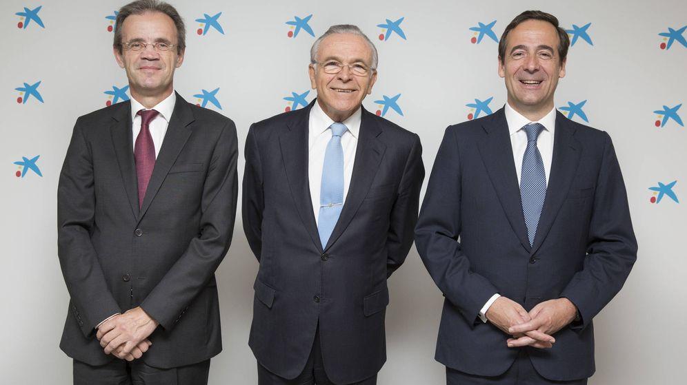 Foto: Jordi Gual, Isidre Fainé y Gonzalo Gortázar. (Caixbank)