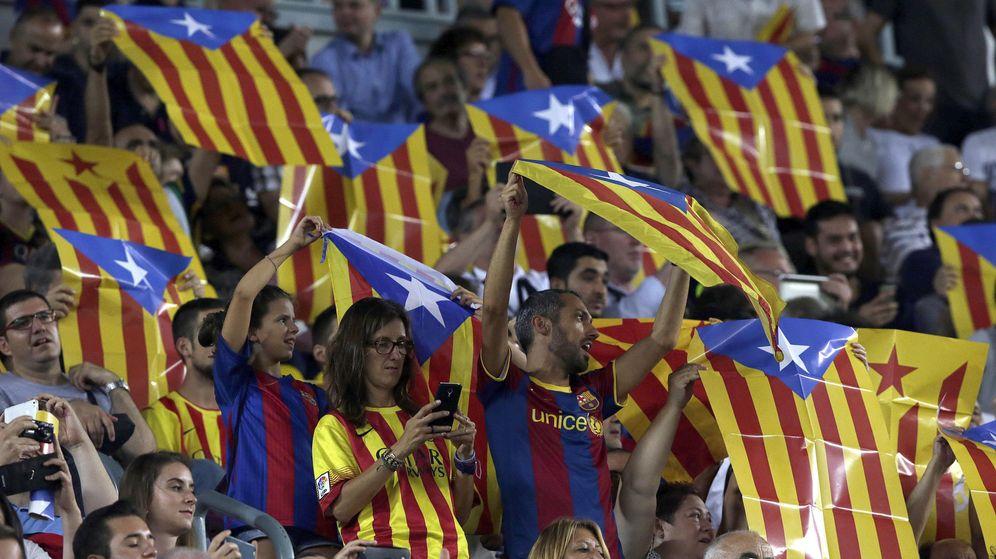 Foto: Banderas esteladas en el Camp Nou. (EFE)