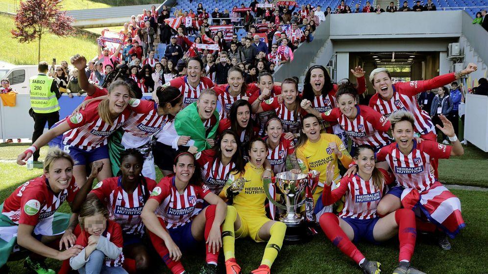 Foto: Las jugadoras del Atlético de Madrid celebran su victoria ante la Real Sociedad, en Liga. (Efe).