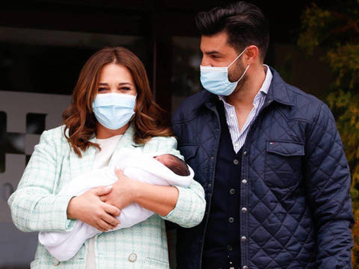 Foto: Paula Echevarría y Miguel Torres en el mes de abril presentando a su hijo ante los medios. (Gtres)