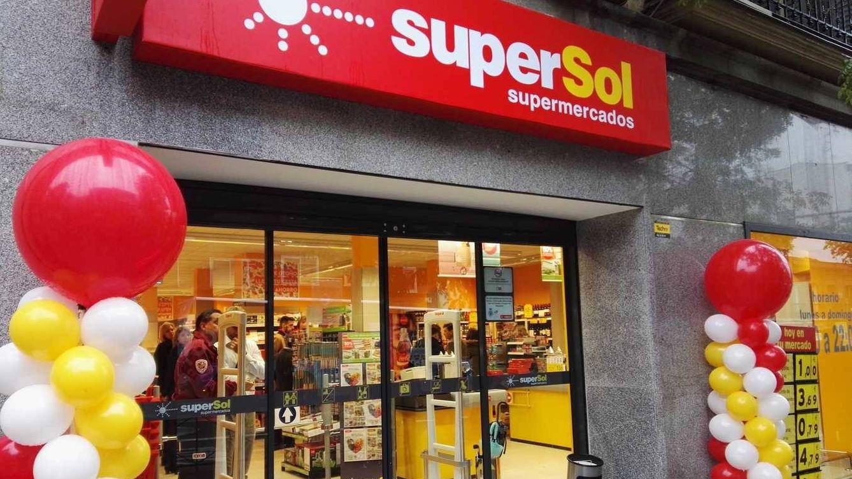 Carrefour compra los 172 supermercados de Supersol en España por 78 millones