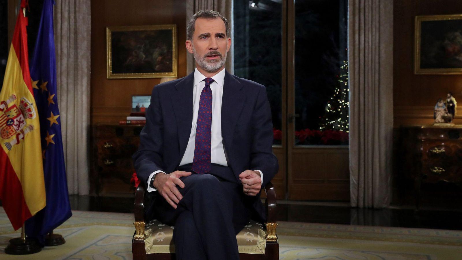Foto: Felipe VI pronuncia su discurso de Navidad desde el Palacio de La Zarzuela. (EFE)