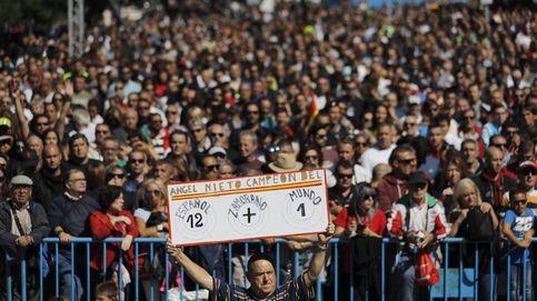 Miles de moteros (aficionados y profesionales) homenajean a Ángel Nieto en Madrid