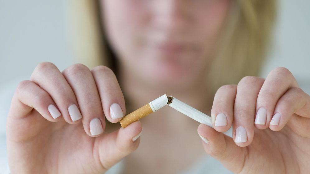 Foto: Dejar de fumar, uno de los objetivos estrella cada año. (iStock)
