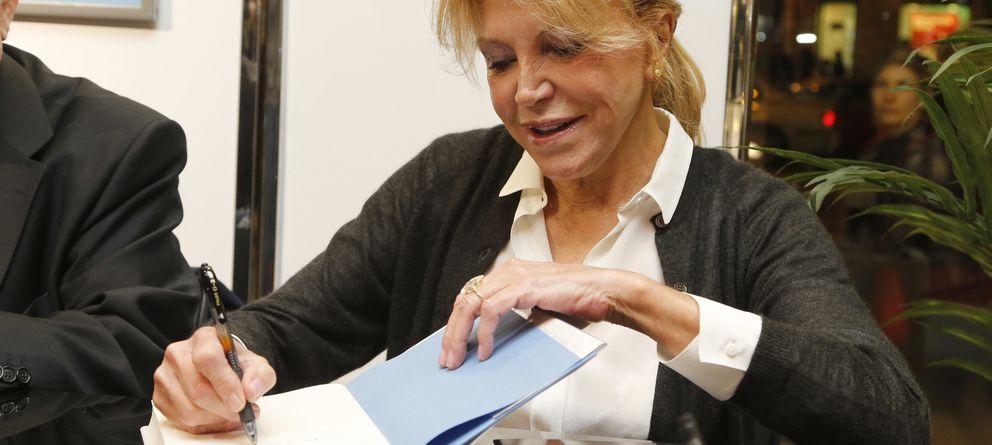 Tita Cervera, la 'no autora' que firma ejemplares de las memorias del barón