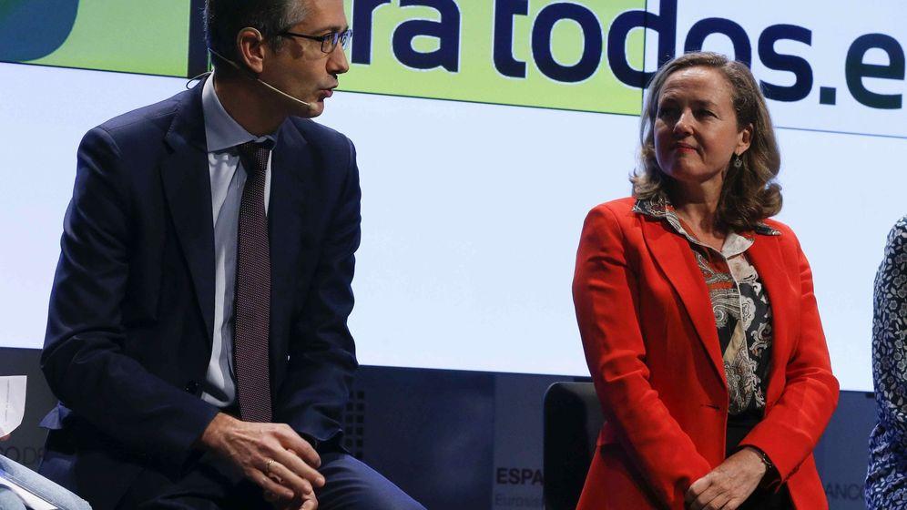 Foto: Pablo Hernández de Cos, gobernador del Banco de España, y Nadia Calviño, vicepresidenta del Gobierno. (EFE)