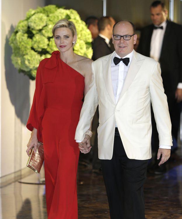 Foto: Charlene y el príncipe Alberto durante el Baile de la Cruz Roja del pasado 25 de julio (Gtres)
