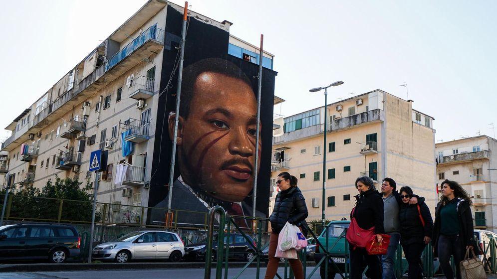 Foto: Una vista general de un mural de Martin Luther King. (EFE)