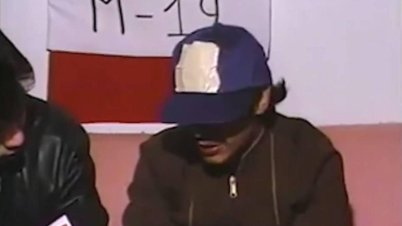 Gustavo Petro entrevistado en su juventud, cuando era miembro de la guerrilla del M-19