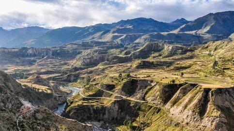 El Cañón del Colca: un festival de aguas termales, géiseres y hasta un oasis