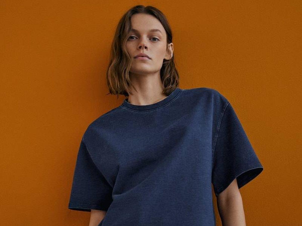 Foto: Look total de bermuda y camiseta de Massimo Dutti. (Cortesía)