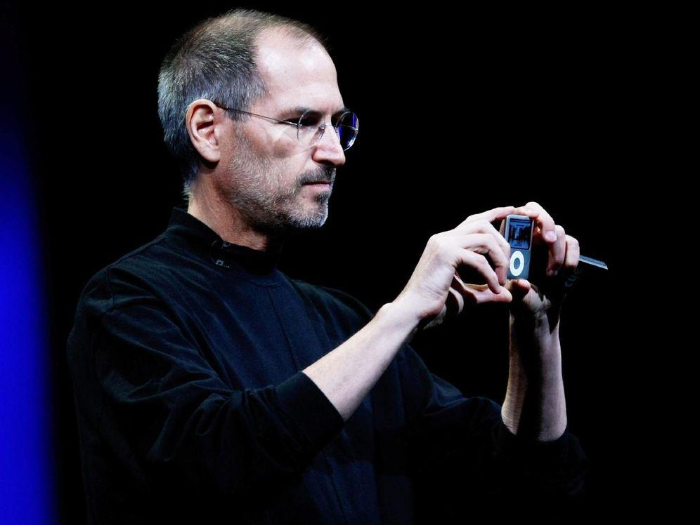 Foto: Steve Jobs, en 2005, anunciando el iPod Nano. (Justin Sullivan/Getty Images)