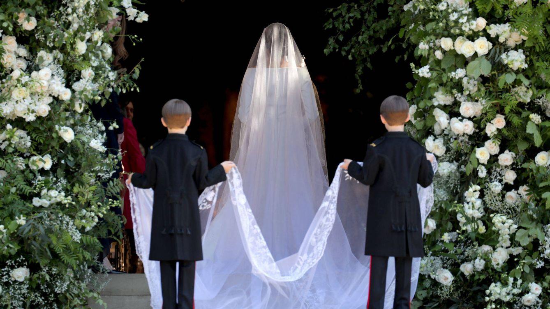 Foto: La impresionante cola del vestido de Meghan Markle. (Getty)