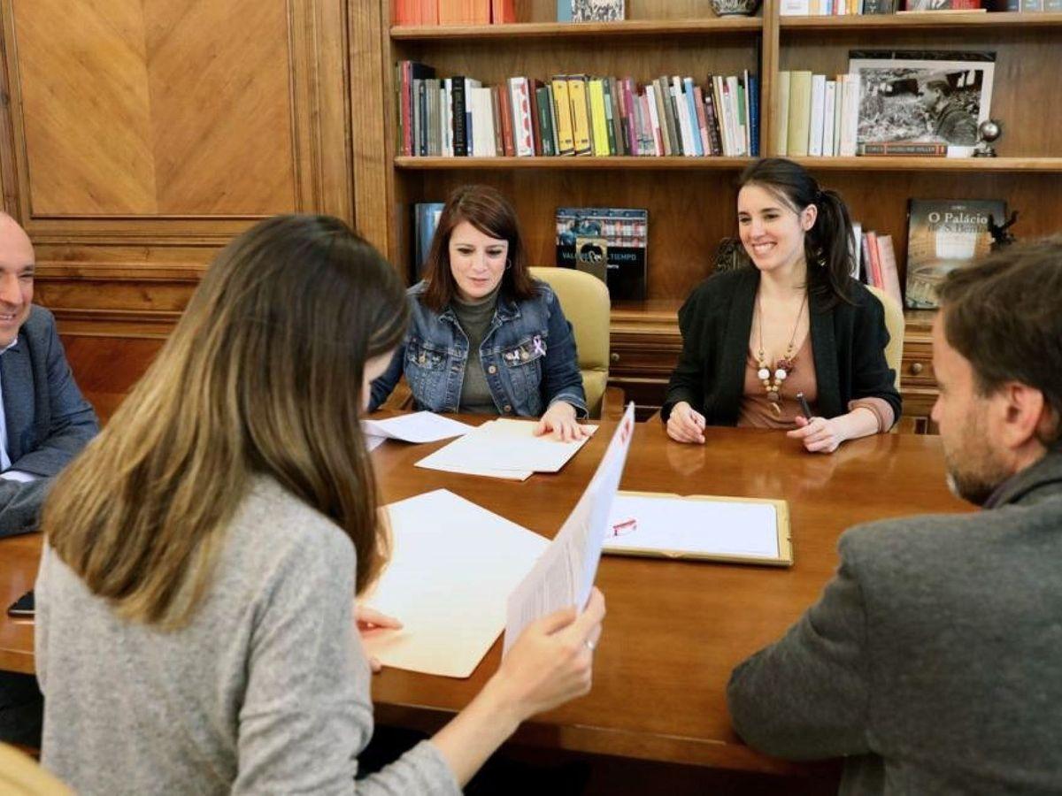 Foto: Firma del Protocolo de coordinación del gobierno de coalición. (EFE)