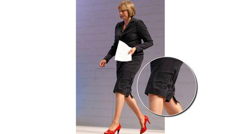 Theresa May se gana una moción de censura de estilo: bajos arrugados, polipiel, perlones...