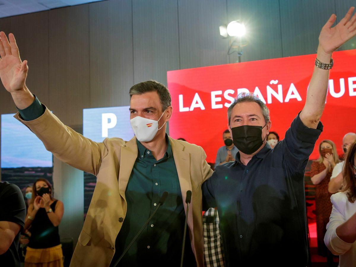 Foto: El presidente del Gobierno y secretario general del PSOE, Pedro Sánchez (i), junto a Juan Espadas. (EFE)