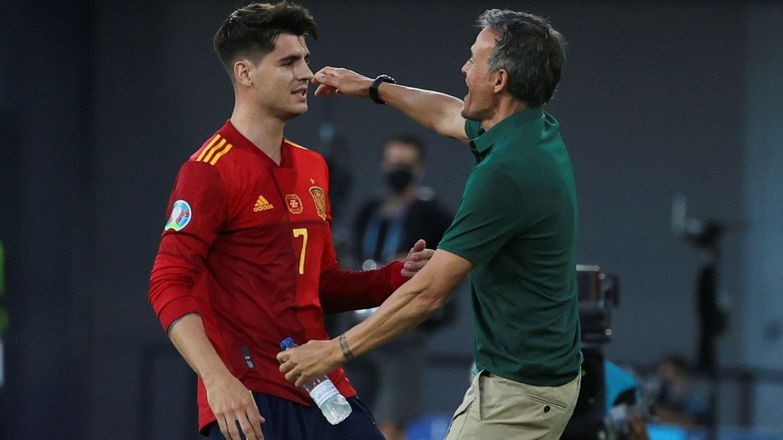 Morata celebra el gol con Luis Enrique. (EFE)
