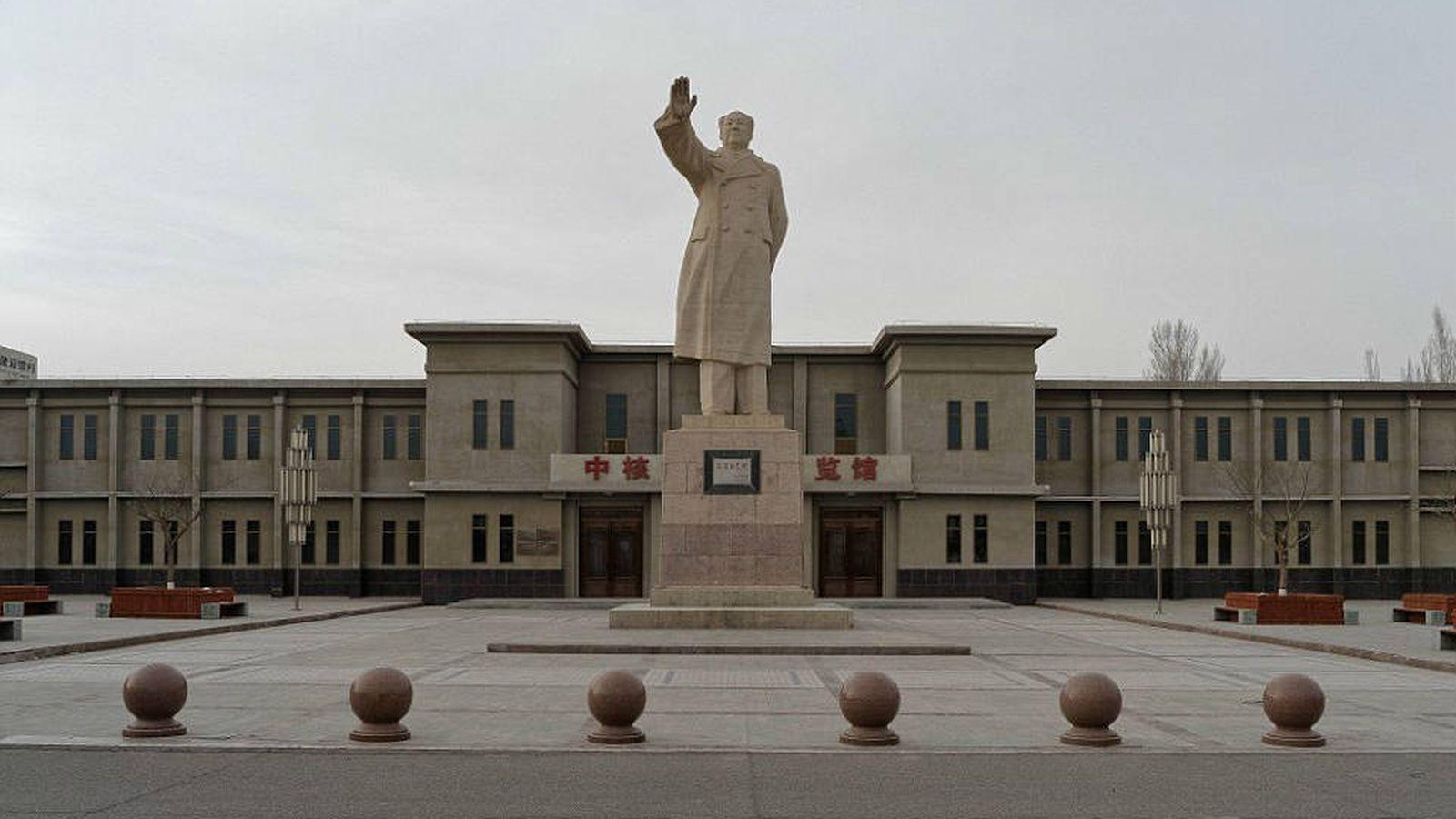 Foto: Estatua de Mao en la plaza central de la Ciudad 404 (Li Yang)