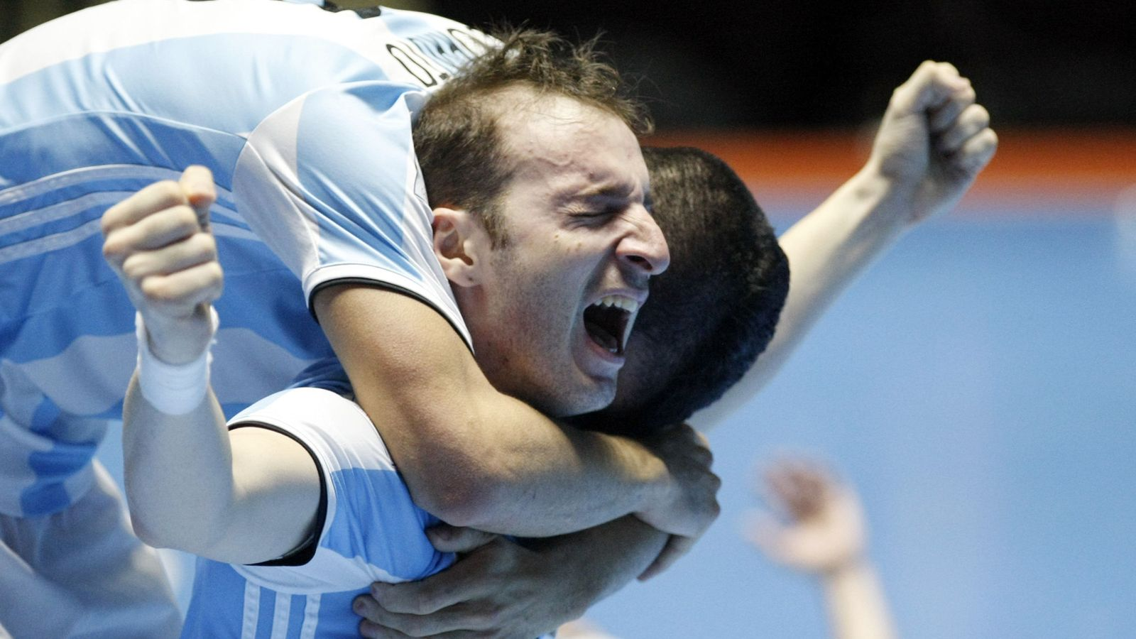 Foto: Cuzzolino y Wilhelm celebran el triunfo de Argentina tras vencer a Rusia en la final de la Copa Mundial de Colombia 2016. (EFE)