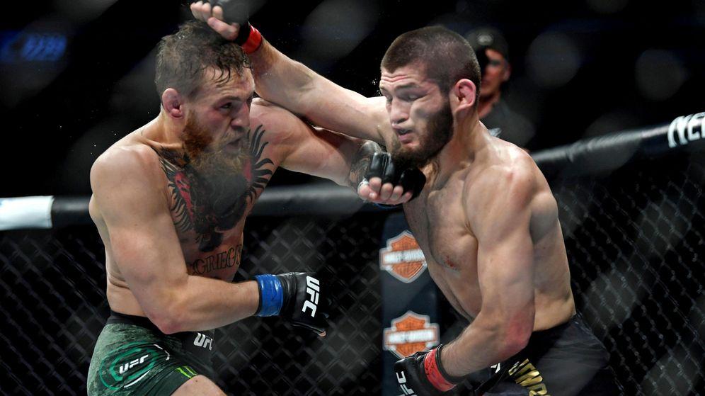 Foto: Khabib (d) y McGregor (i) en el combate que tuvo lugar en las Vegas en octubre del 2018. (USA TODAY)