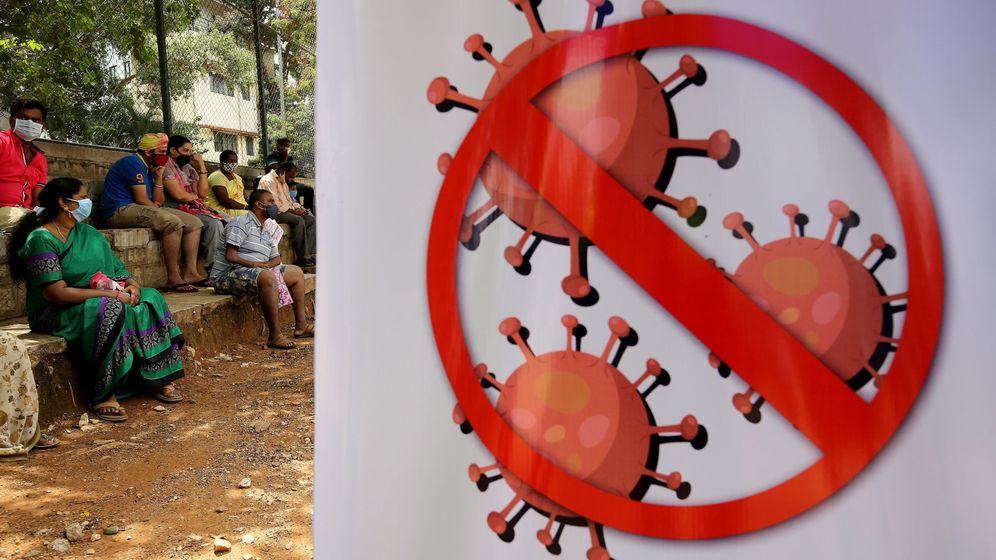 Foto: Un cartel alerta sobre el coronavirus en Bangalore, India, este sábado. (EFE)
