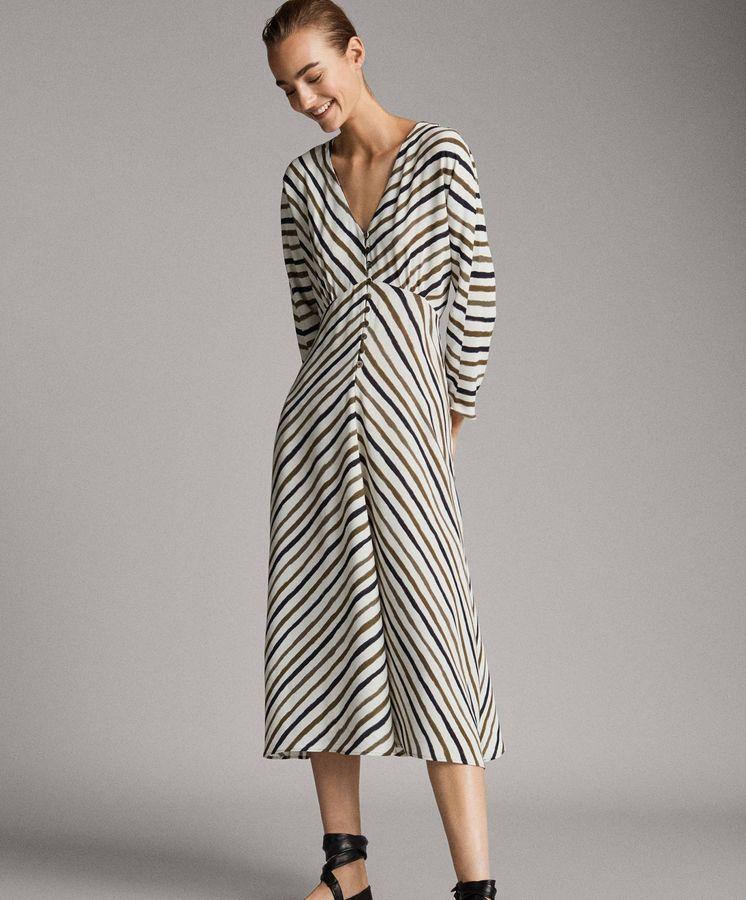 Foto: Estamos enamoradas de este vestido de rayas. (Cortesía)