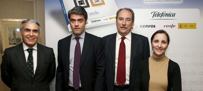 Foto: El presidente de la AEDE, Luis Enríquez, durante la presentación del Libro Blanco de la Prensa Diaria 2014. (EFE)