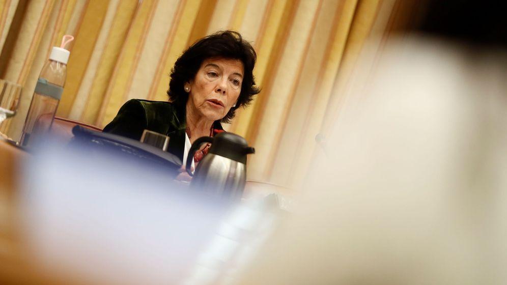 Foto: La ministra de Educación, Isabel Celaá, en una comparencia en el Congreso. (EFE)