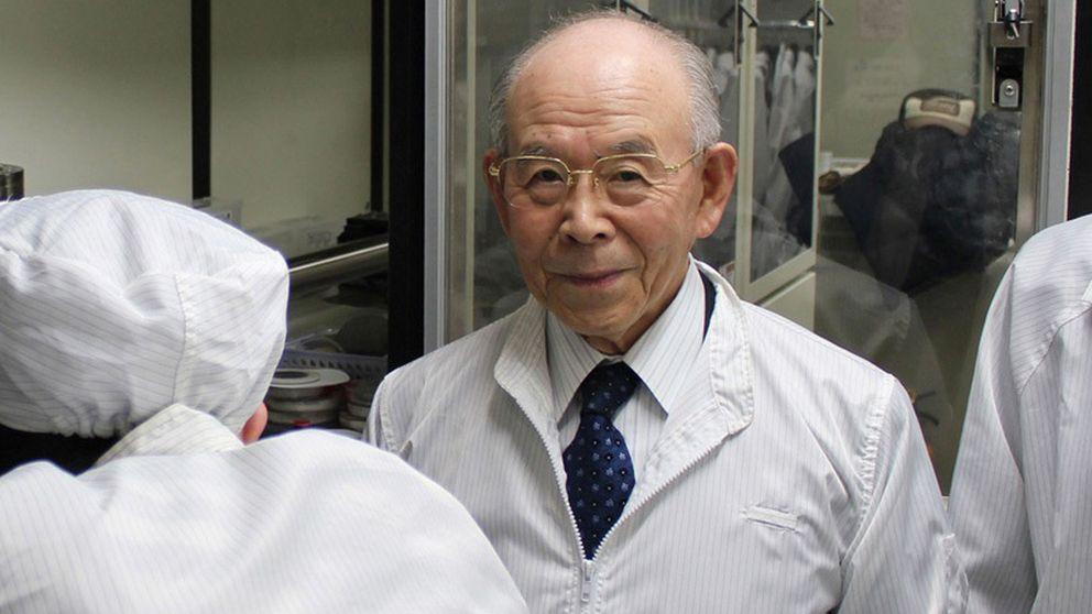 Akasaki anima a los científicos a no trabajar en lo que está de moda