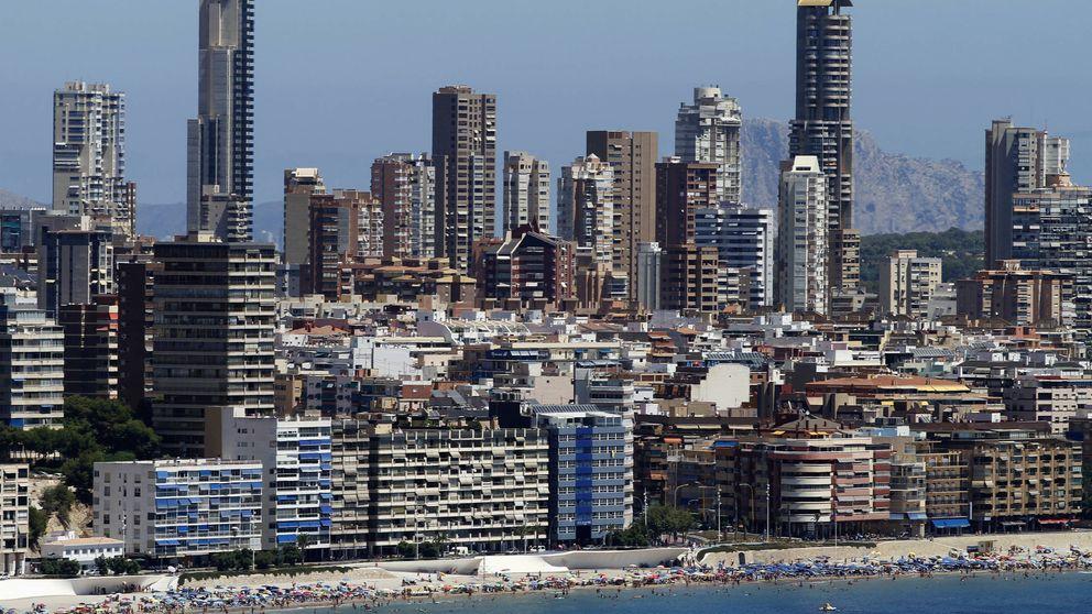 Benidorm, de icono de los viajes del Imserso a la venta de pisos de superlujo