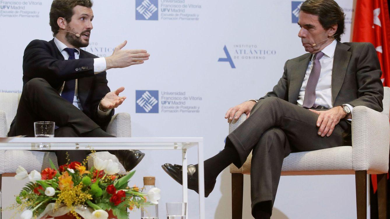 Casado defiende su oposición moderada en el tono y Aznar le recomienda obviar a Vox