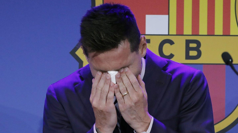 Leo Messi llora la despedirse de la afición blaugrana. (EFE)