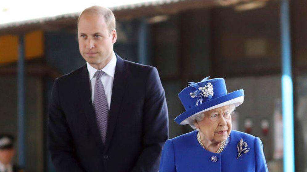 Foto: Isabel II y el príncipe Guillermo, en una imagen de archivo. (Gettty)