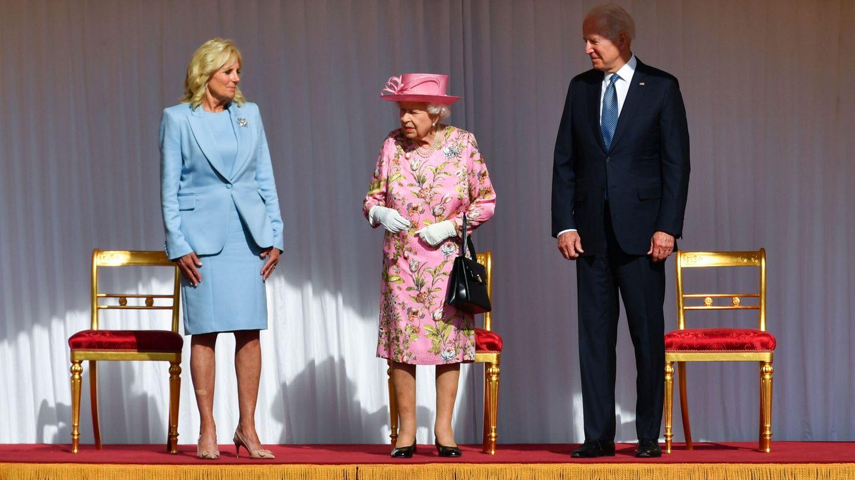 Joe y Jill Biden junto a Isabel II en Windsor. (Reuters)