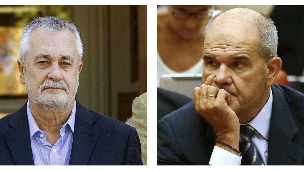 Foto: Los expresidentes de la Junta de Andalucía, José Antonio Griñán (i) y Manuel Chaves (d). (EFE)