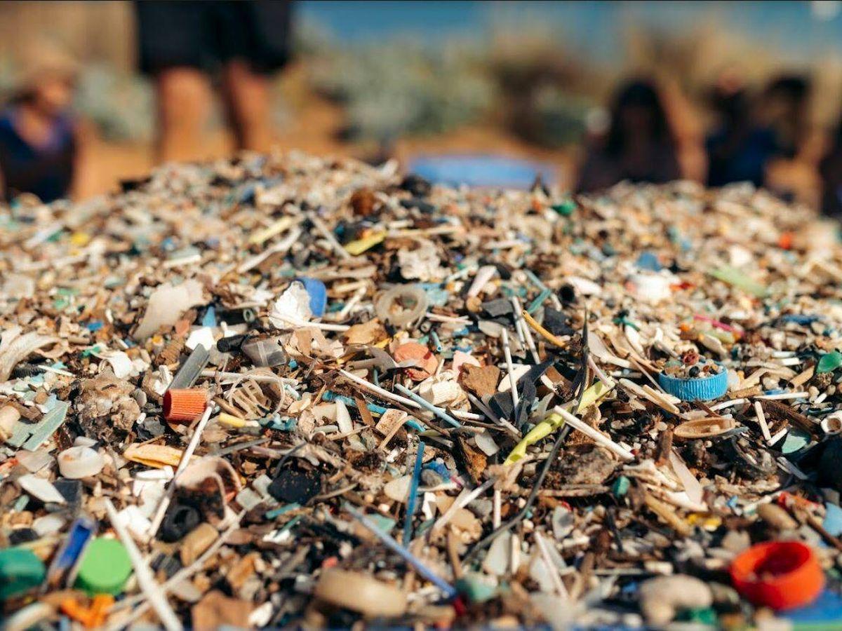 Foto: Los microplásticos están rebozando las playas del mundo. (Surfrider)