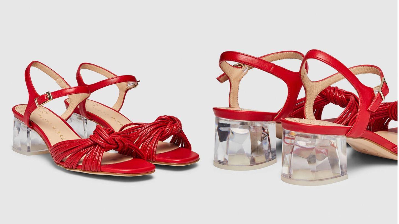 Sandalias de piel roja disponibles en El Corte Inglés. (Cortesía)