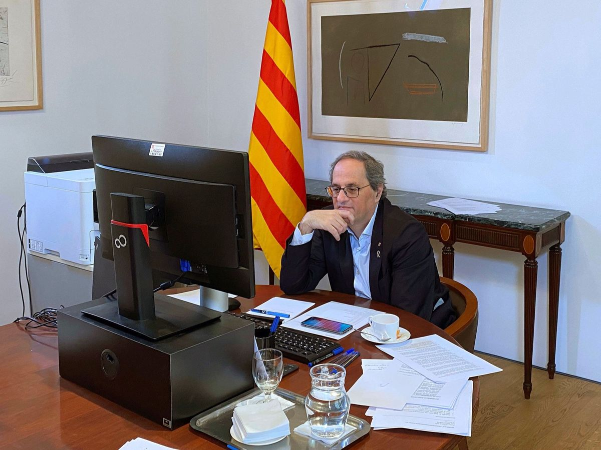 Foto: El presidente de la Generalitat, Quim Torra, en conferencia con el resto del Govern. (EFE)