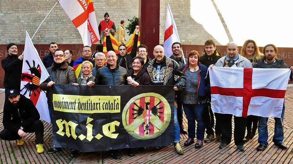 Foto: Miembros del Movimiento Identitario Catalán (MIC) en una de sus concentraciones.