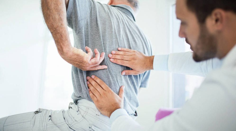Foto: Los dolores de espalda nos complican mucho nuestra vida diaria. (iStock)