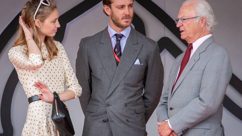 Pierre y Beatrice, con el rey de Suecia. (Getty)