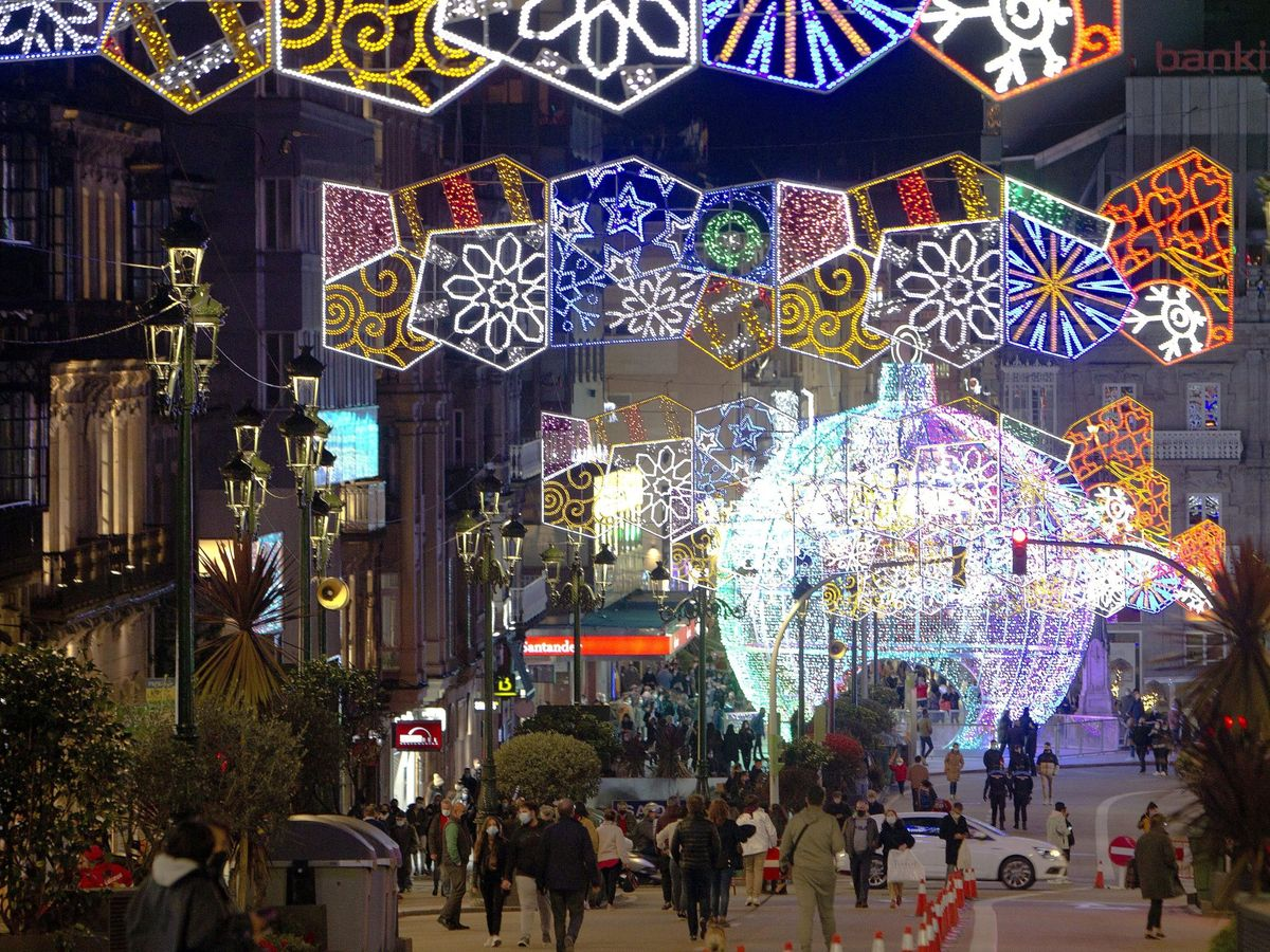 Foto: Encendido del alumbrado navideño en Vigo el año pasado. (EFE)