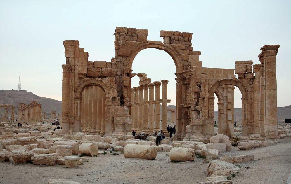 Foto: Turistas durante una visita a la histórica ciudad de Palmira, el 14 de abril de 2007 (Reuters).