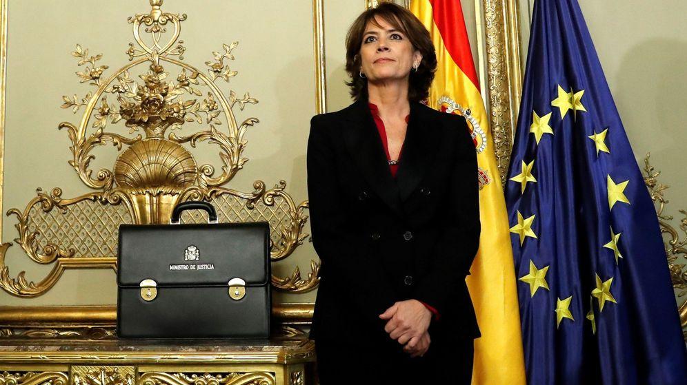 Foto: La exministra de Justicia Dolores Delgado, durante el acto de traspaso de cartera a su sucesor en el cargo, Juan Carlos Campo. (EFE)