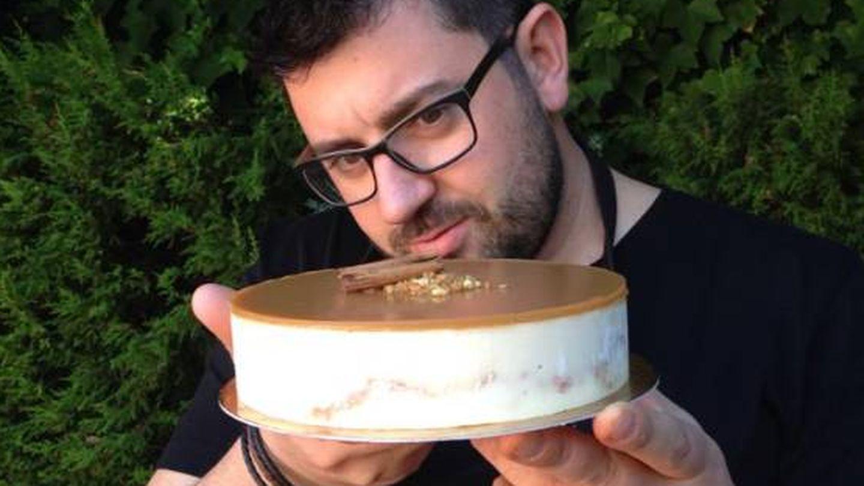 El chef murciano Juan Lax y su tarta de paparajotes (Foto: Facebook)